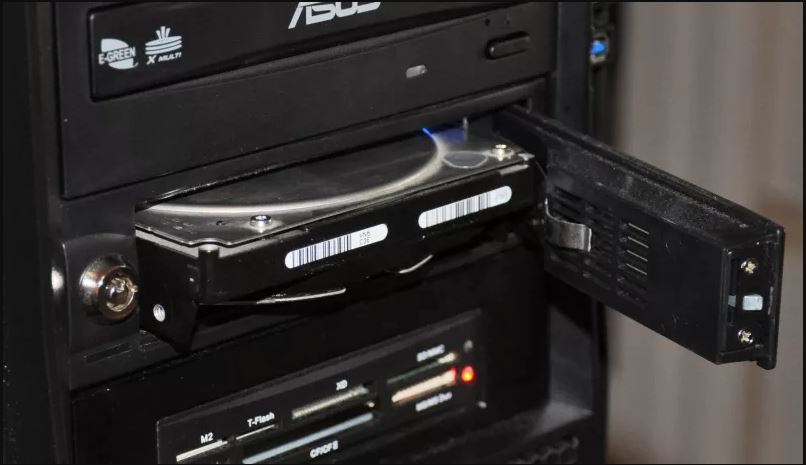 Hot Swappable Drive Bay VS. Removable Drive Bay